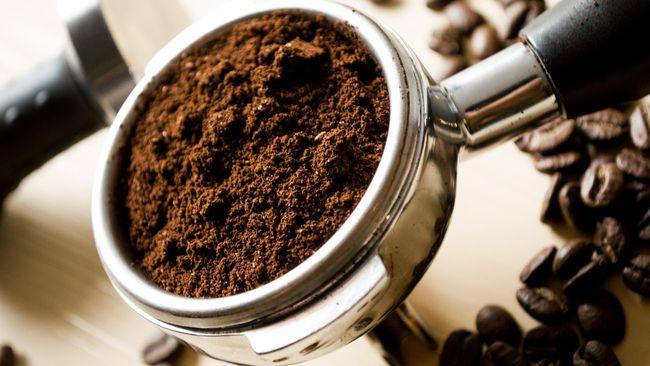 Asupan kopi tak hanya membuat mata melek, tapi juga terbukti bermanfaat bagi kesehatan kulit.