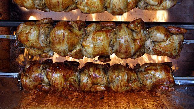 Ada banyak resep rahasia untuk menghasilkan ayam panggang nan lezat. Tapi pernahkah membuat ayam panggang dengan bumbu ragi tempe?