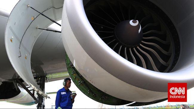 Seluruh maskapai penerbangan diminta tidak menerbangkan pesawat Boeing 777 usai nsiden kerusakan mesin pesawat United Airlines di AS.