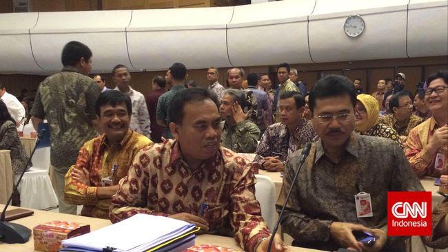 Anggota DPRD DKI Jakarta Prabowo Soenirman pesimistis bisa menyelesaikan sisa raperda tahun ini menjadi perda.