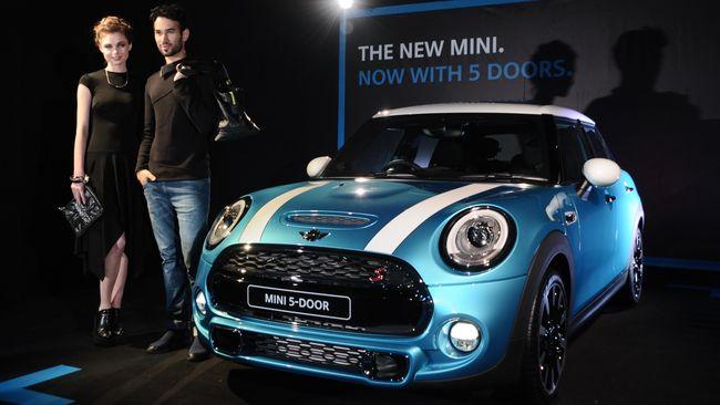 Di saat industri otomotif Indonesia diprediksi stagnan tahun ini, Mini Cooper memboyong versi 5 pintunya ke Indonesia. Berharap penjualan tumbuh.