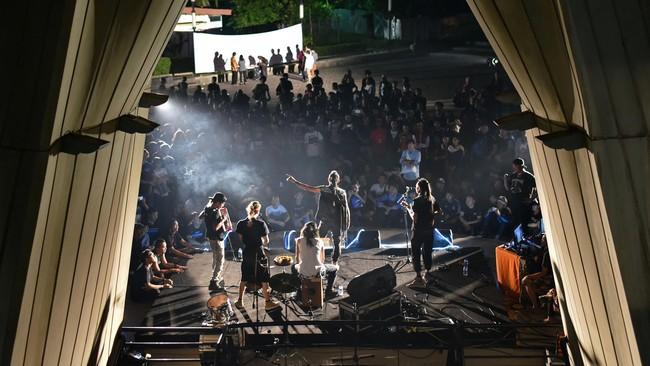Seruan anti-korupsi terdengar nyaring di Taman Ismail Marzuki, Jakarta, saat digalar acara Seni Lawan Korupsi (5/3).