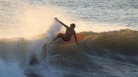 6 Pantai Surfing di Banten untuk Pemula sampai Profesional