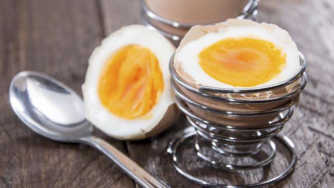 Mendapatkan telur rebus yang sempurna dengan kuning telur yang masih lembut bukanlah perkara mudah. Ada teknik-teknik tertentu yang harus dilakukan.