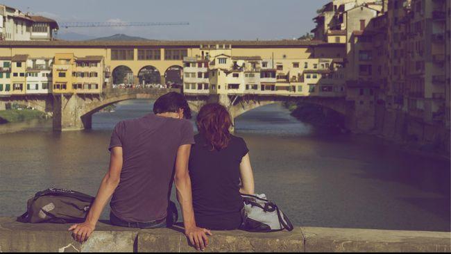 Pasangan yang Terbuka Soal Kesehatan Mental Lebih Bahagia