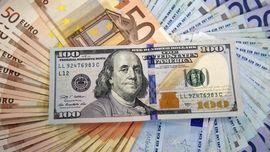 Dolar Semakin Perkasa, Rupiah Terjerembab Semakin Dalam