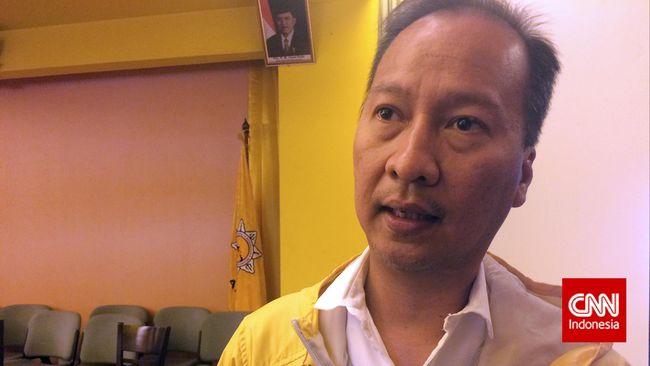 Agus Gumiwang Kartasasmita resmi dilantik menjadi Menteri Sosial menggantikan Idrus Marham, yang pernah menandatangani surat pemecatannya dari 'Beringin'.