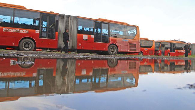 Bus TransJakarta merek asal China, Zhongtong kembali beroperasi sejak Jumat (11/10).