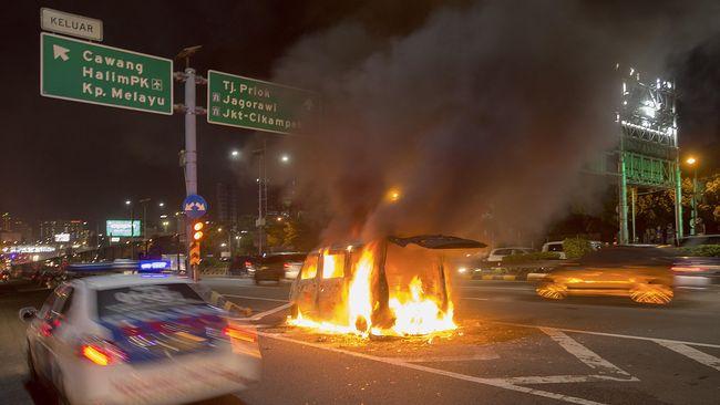 Para teknisi perusahaan otomotif buka suara menyebabkan rangkaian kemungkinan mobil Neno Warisman terbakar.