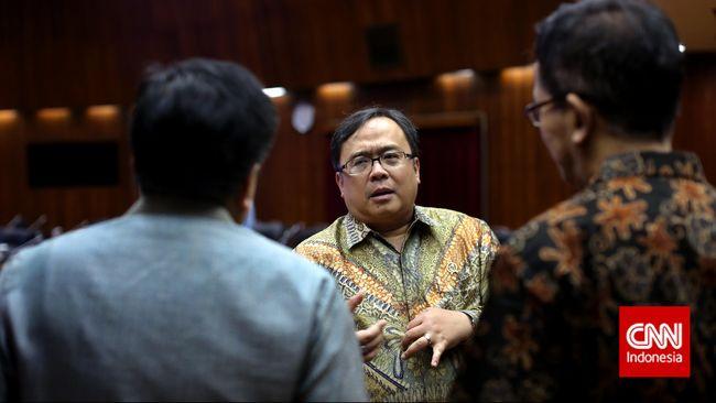 Kementerian Keuangan akhirnya merevisi peraturan soal pungutan pajak penjualan barang mewah. Potensi penerimaannya masih dihitung.