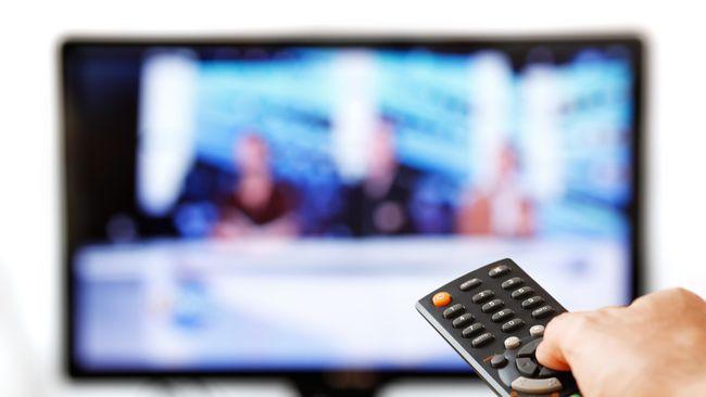 Pengawasan terhadap sektor media pemerintah diperketat dengan melarang para aktor maupun aktris untuk menjadi pembawa acara di acara televisi.