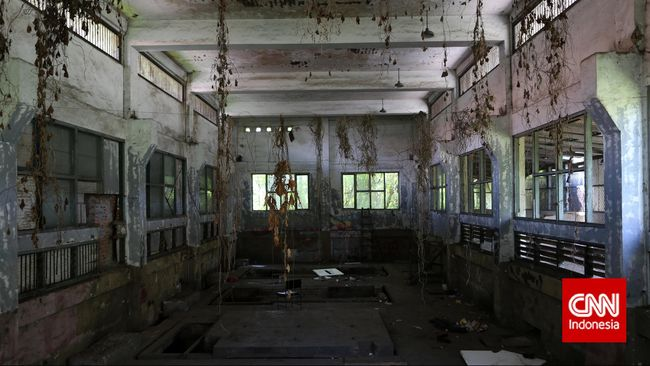 Ruangan yang dulunya digunakan sebagai tempat generator saat ini tak terurus. Kedepannya, pihak Perusahaan Film Negara akan merenovasi dan menggunakan kembali ruangan ini. CNN Indonesia/Safir Makki