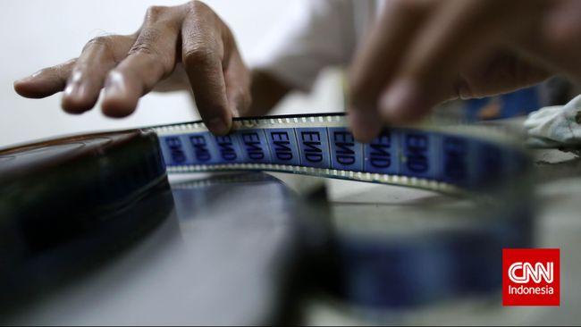 Kisruh demi kisruh menyelemuti ranah sinema di Tanah Air. Segenap pegiat film berupaya mengurai benang kusut bersama Mendikbud.