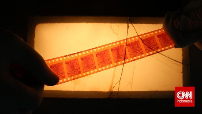 Sebenarnya Indonesia sudah mengenal film lebih dari seabad lalu, namun baru punya film buatan sendiri pada 1950. Judulnya, Darah dan Doa.