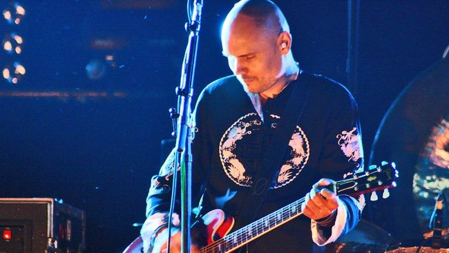 Hampir dua dekade setelah perpisahan penuh drama, Smashing Pumpkins kembali ke formasi awal dan berencana rilis album baru.