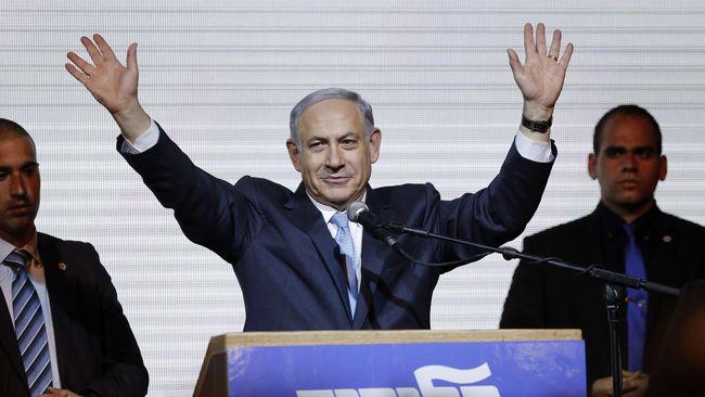 PM Benjamin Netanyahu langsung digiring turun panggung kampanye saat sirene peringatan menggema akibat serangan roket dari arah Palestina pada Selasa (10/9).