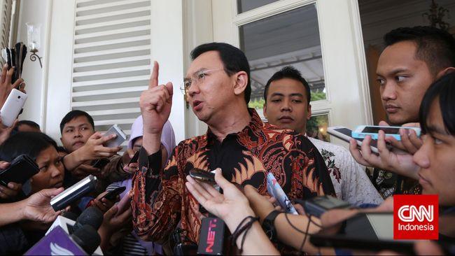 Gubernur DKI Jakarta Basuki Tjahaja Purnama (Ahok) melontarkan kritiknya terhadap PLN akibat kekurangan pasokan listrik di Kepulauan Seribu.