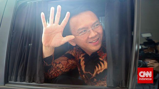 Menteri BUMN Erick Thohir mengaku mantan Gubernur DKI Jakarta Ahok telah menerima pinangan untuk menjadi bos di perusahaan pelat merah.