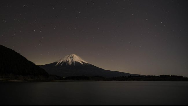 Musim pendakian Gunung Fuji berlangsung antara bulan Juli dan Agustus.