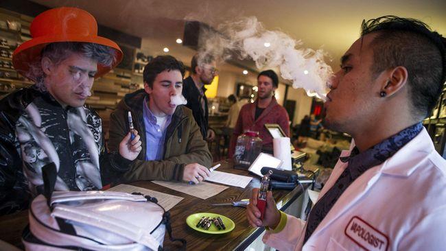 Vape atau rokok elektrik telah dikaitkan dengan sejumlah masalah pada paru-paru, termasuk kematian akibat penyakit paru.