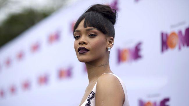 Satu per satu single baru Rihanna muncul ke permukaan. Kali ini, single anyarnya berjudul Bitch Better Have My Money.