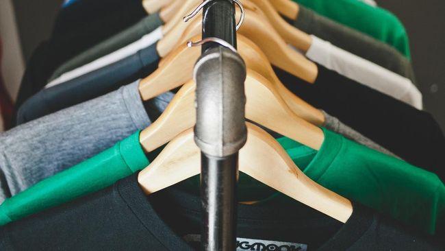 Kebiasaan tidak mencuci baju baru sebelum dipakai berbahaya untuk kulit. Kandungan dalam baju dapat menimbulkan reaksi alergi.