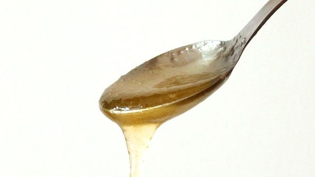 Meminum madu memiliki banyak khasiat untuk kesehatan. Berikut sejumlah manfaat minum madu.