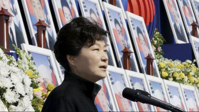 Skandal yang berujung pada vonis penjara 24 tahun untuk eks Presiden Korsel Park Geun-hye pecah saat ribuan mahasiswa menggelar protes, 18 bulan lalu.