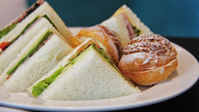 Media sosial tengah ramai memperbincangkan sandwich berisi mayones dan selai kacang. Netizen menganggapnya sebagai racikan yang aneh.