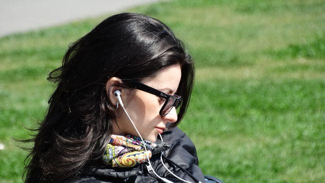 Peneliti menemukan bahwa salah satu kegunaan musik yang paling umum yakni membantu orang mengatur emosi mereka.