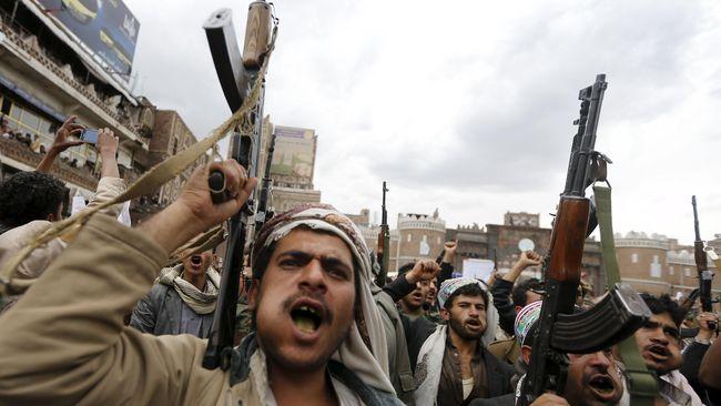 Kelompok pemberontak Houthi mengklaim meluncurkan serangan udara menggunakan drone terhadap salah satu pangkalan militer Arab Saudi di Yaman.