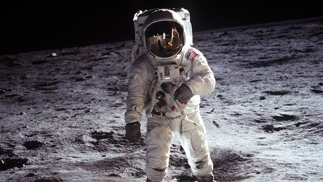 NASA membuka sampel yang diambil di Bulan dan tidak pernah dibuka sejak 50 tahun lalu ketika tanah itu pertama kali diambil.