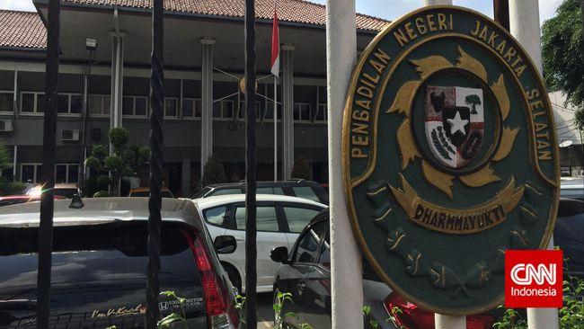 Kantor Pengadilan Negeri Jakarta Selatan pada Senin (30/3) kembali menjadi tempat berlangsungnya sidang praperadilan yang menggugat KPK.