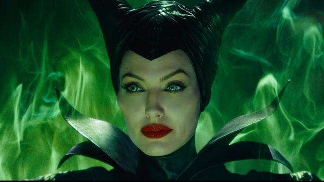 Maleficent akan dibuat sekuelnya. Belum pasti apakah Angelina Jolie akan kembali, tapi penulis skenario sudah ditentukan.