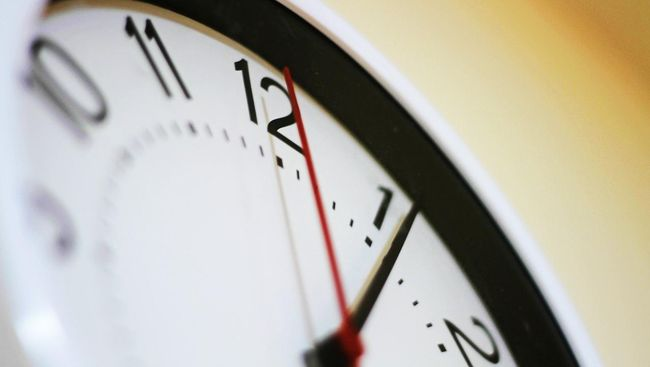Tak perlu takut jika punya kebiasaan datang terlambat. Kebiasaan itu dapat bermanfaat untuk kesehatan mental dan fisik Anda.