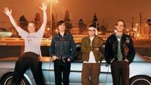 Potret Ketergantungan Gawai dalam Video Baru Weezer