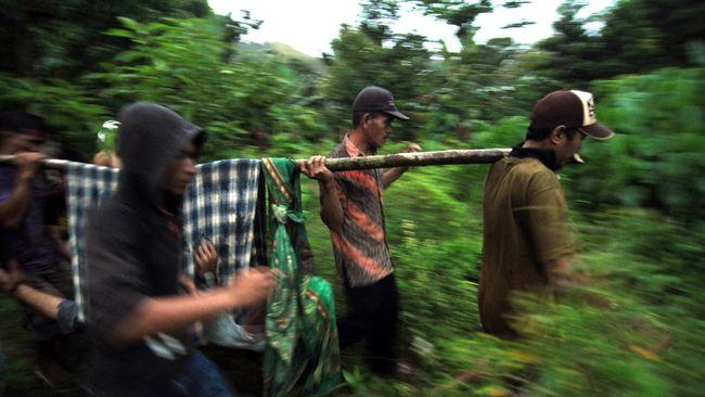 Kepala Kepolisian Daerah Sulawesi Tengah Brigadir Jenderal Rudy Sufahriadi mengatakan ada 10 orang WNA beretnis Uighur di antara kelompok teroris Santoso.