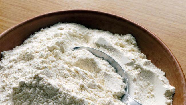 Untuk dapat memanfaatkannya, umbi porang harus diolah salah satunya dijadikan tepung. Berikut cara membuat tepung porang dengan metode tradisional.