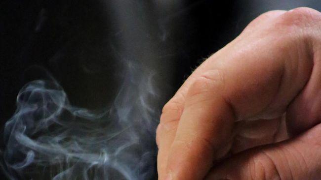 Studi ke lebih 4.000 anak muda menemukan responden yang merokok dan menggunakan vape sekaligus jadi kelompok yang paling berisiko tertular Covid-19.