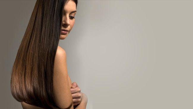 Sebagian orang melakukan kesalahan saat merawat rambut, sehingga kering dan rusak. Kenali beberapa kekeliruan dalam merawat rambut.