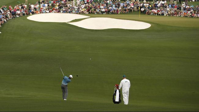 Brian Harman, 28, berhasil melakukan dua kali pukulan hole-in-one dalam satu putaran dalam turnamen The Barclays yang merupakan kalender dari PGA Tour.