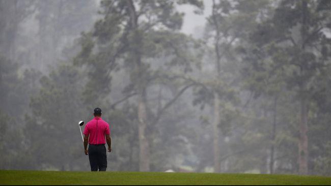 Meski Tiger Woods kini nyaris terlempar dari 200 besar dunia dan juga tak kunjung kembali ke puncak, para penggemar golf tetap mempedulikannya.