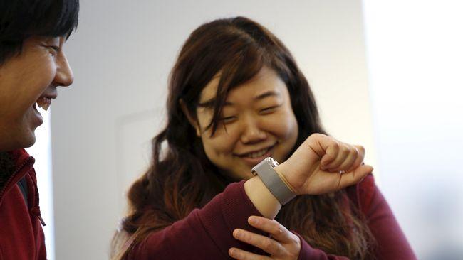 Huawei patenkan smartwatch unik khusus gaming yang bukan cuma layarnya yang bisa disentuh tapi juga tali jamnya.