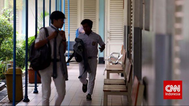 Badan Reserse Kriminal Mabes Polri masih terus mendalami kasus kebocoran soal Ujian Nasional tahun 2015 ini. Mereka kesulitan mencari jati diri pengunggah.