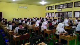 Siswa di Yogyakarta dan Bojonegoro Bermasalah Akses UN CBT