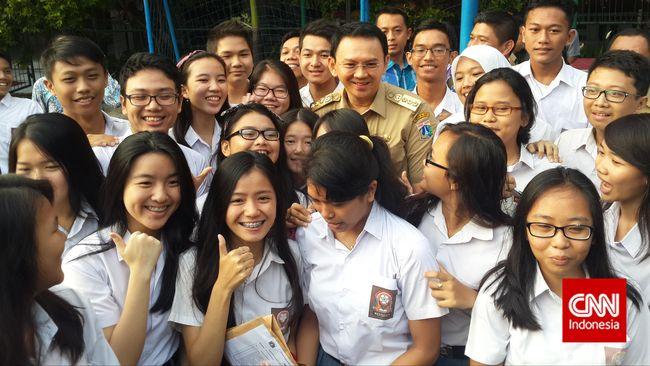 Kunjungan itu dalam rangka sidak pelaksanaan ujian nasional (UN) SMP yang digelar hari ini hingga Kamis (7/5) mendatang.