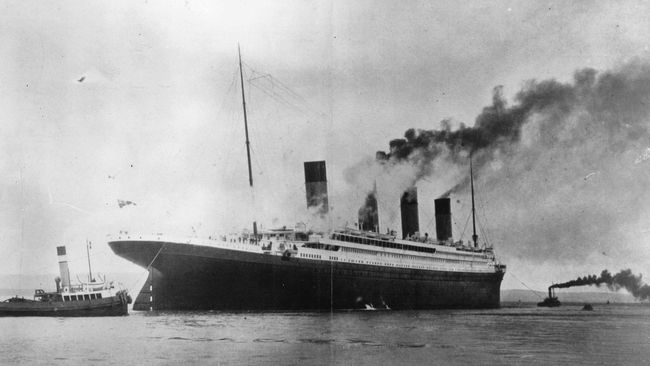 Dicap dengan tanggal 14 April 1912 beserta logo White Star Line, menu makan siang terakhir Titanic di antaranya, daging kornet dan kentang tumbuk.