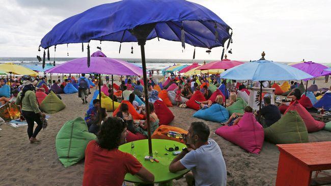 Badan Pusat Statistik (BPS) mencatat telah terjadi kenaikan jumlah kunjungan turis asal China selama Agustus 2015 yakni 127 ribu orang.