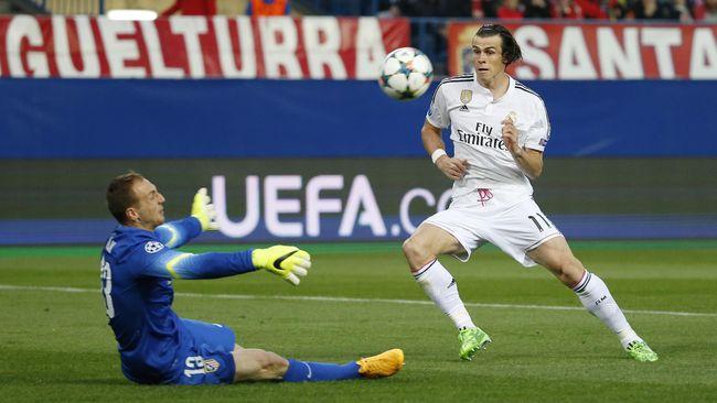 Kiper Atletico, Jan Oblak, melakukan delapan penyelamatan saat melawan Real Madrid di Vicente Calderon pada leg pertama perempat final Liga Champions.