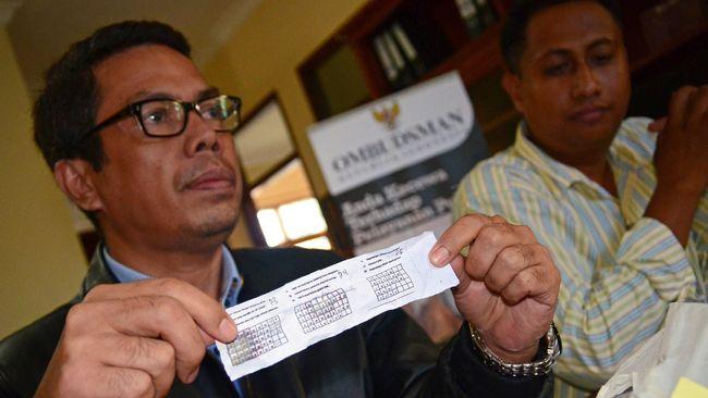 Seorang siswa mengadukan nasib ujian nasional yang bocor ke Universitas Gadjah Mada, Yogyakarta. Ia resah UN yang tak lagi murni jadi acuan masuk kuliah.